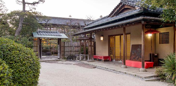 数奇屋造りの老舗旅館